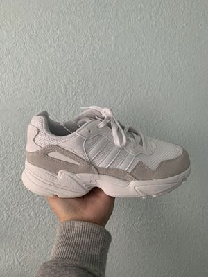 New White and Grey Adidas Torsion for Sale in Bakersfield, CA