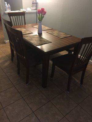 Table w/4 chairs & bench for Sale in Pittsburg, CA