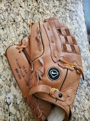 For left handed player nike diamond ready baseball glove for Sale in Utica, MI