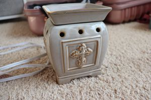 """Scentsy Warmer - barely used - comes with 3 cubes of """"Forever Yours"""" scent for Sale in Spring Hill, TN"""