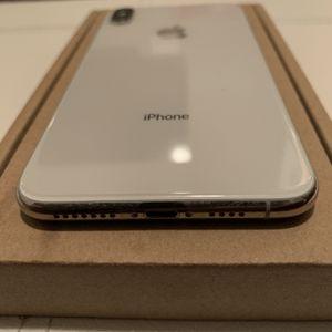 SILVER IPHONE XS MAX LIKE NEW UNLOCKED for Sale in Atlanta, GA