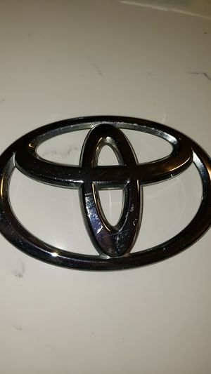 2011 - 2015 Toyota Tacoma Chrome Grille Emblem OEM for Sale in Miami, FL