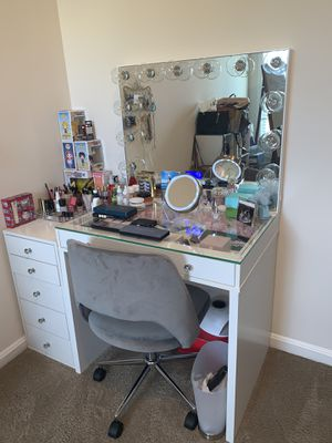 Impressions vanity (w Bluetooth - can sync music) bundle for Sale in Fort Belvoir, VA