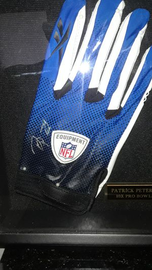 PATRICK PETERSON AUTOGRAPHED NFL GLOVE FRAMED IN SHADOW BOX for Sale in Clovis, CA