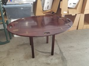 Small end table for Sale in Fort Lauderdale, FL