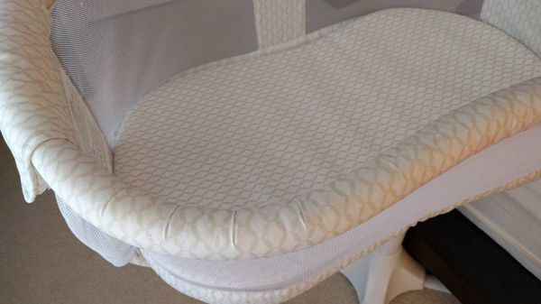Halo Bassinet - Gently Used - Excellent condition