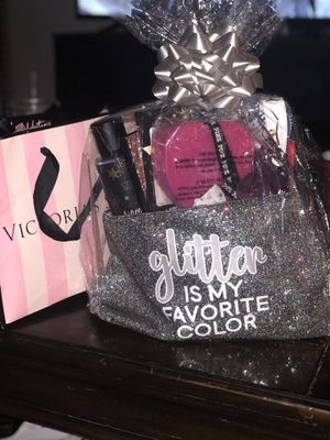 Victoria Secret Gift Basket for Sale in Taylors, SC