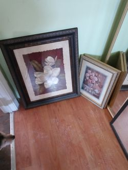 Wall art ,tv stand. And 2 mirror for free for Sale in Lawrence,  MA