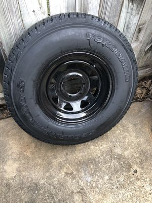 6 lug trailer tire do not know the bolt pattern for Sale in San Antonio, TX