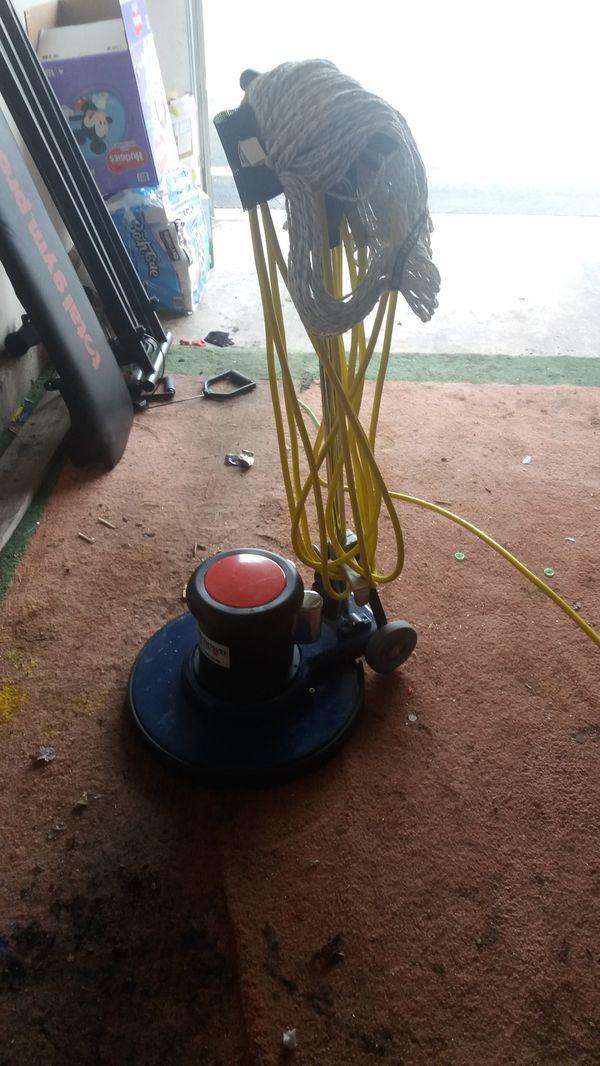 Renown Floor scrubber