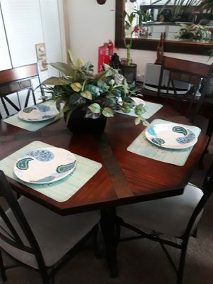 5 piece dining table and chairs for Sale in Kissimmee, FL