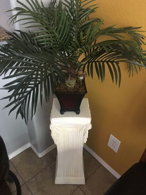 PLANT STAND - TABLE - PEDESTAL for Sale in Rancho Cucamonga, CA