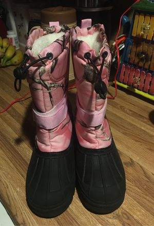 Snow boots size 4 big girls for Sale in Phoenix, AZ