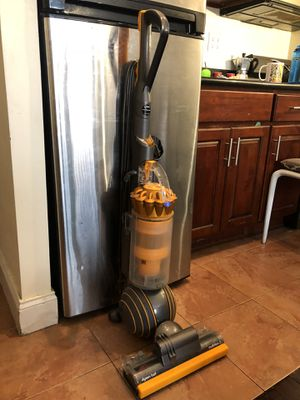 Dyson Multifloor 2 Vacuum for Sale in New York, NY