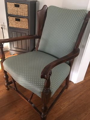 Antique type accent Chair for Sale in Greenville, SC