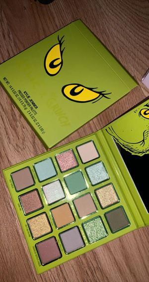 Kylie x grinch pallette for Sale in Tacoma, WA
