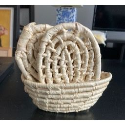 6 Coasters W/ Matching Mini Basket for Sale in Brooklyn, NY