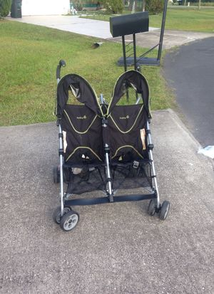 Double stroller for Sale in Kissimmee, FL