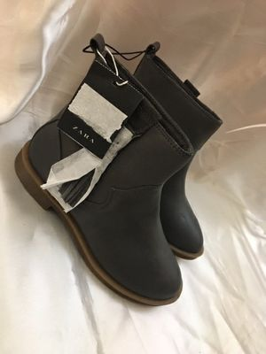 Zara Girls Ankle Boot Gray Leather Usa size 12 European Size 30 for Sale in Miami, FL
