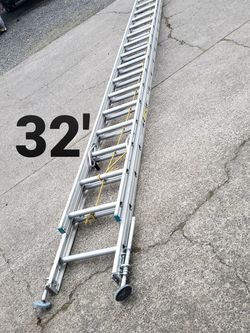 Columbia 32-ft Aluminum Ladder (type 2-225#)(w/adjustable feet) for Sale in Oregon City,  OR