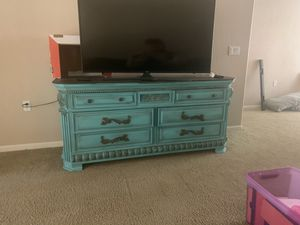 Very nice entertainment center/dresser/console table. Very solid and heavy. All drawers work perfect for Sale in New York, NY