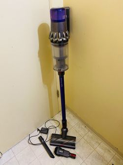 Dyson V11 Animal Vacuum Cleaner for Sale in Tacoma,  WA