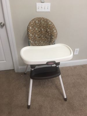 Graco SimpleSwitch 2-in-1 Highchair & Booster Seat for Sale in Norcross, GA