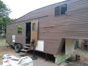 Need someone with truck to move gooseneck camper for Sale in Dallas, TX