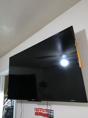 Nice 65 inch 4K tv. Comes with mount. for Sale in Stockton, CA