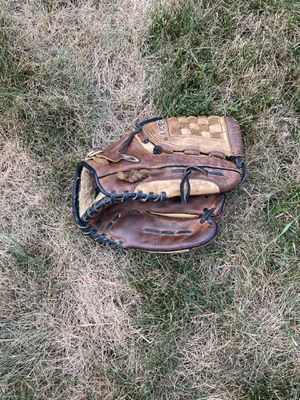 Baseball glove kids right handed for Sale in Library, PA