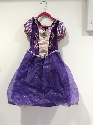 Rapunzel dress for Halloween size 4-6 for Sale in Schaumburg, IL