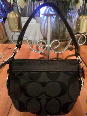 Small Coach purse ,handbag ,tote bucket ,purse for Sale in Los Angeles, CA