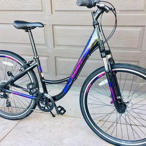 Women's Hybrid Comfort Bike. 7 Speed . Disk Brakes, Front Suspension . Immaculate Condition . for Sale in Fremont, CA