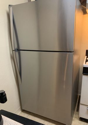 WHIRLPOOL EXCELLENT CONDITION stainless steel fridge for Sale in Los Angeles, CA