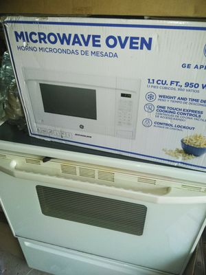 GE microwave oven new works for Sale in Parma, OH
