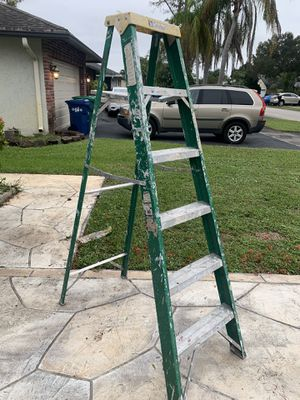 6 foot fiberglass step ladder with paint tray for Sale in Tamarac, FL