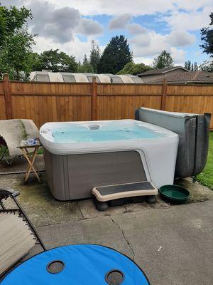Monterey Premier Hot Tub for Sale in Sedro-Woolley, WA