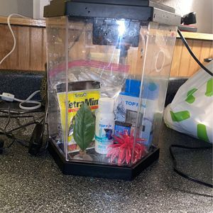 Top Fin 3 Gal Fish Take And Accessories for Sale in Everett, WA