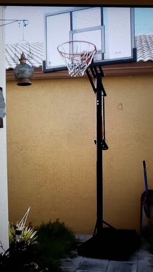 Basketball hoop (fillable base) for Sale in Pembroke Pines, FL
