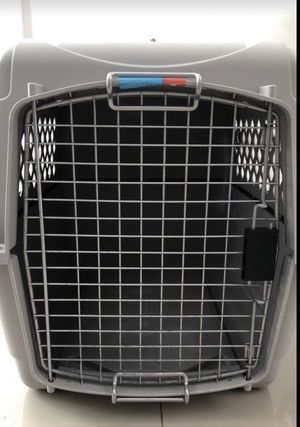 Dog crate kennel or dog house for puppies and dogs. Like new for Sale in North Miami, FL