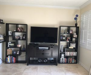 TV stand with bookshelves for Sale in Miramar, FL