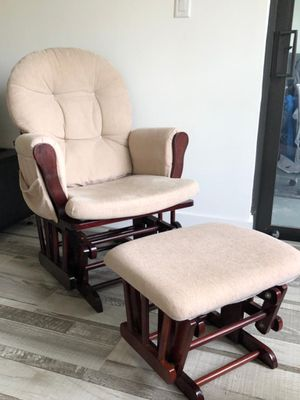Rocking chair with ottoman for Sale in Pompano Beach, FL