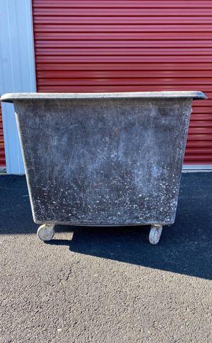 Construcción boxes 12 Bushel for Sale in Woodbridge, VA