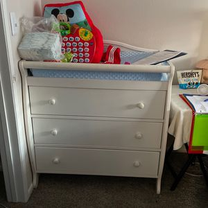 Changing Table Dresser with Pad for Sale in Las Vegas, NV