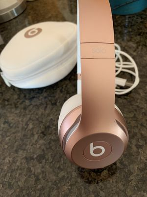 Beats solo wireless headphones with case for Sale in San Diego, CA