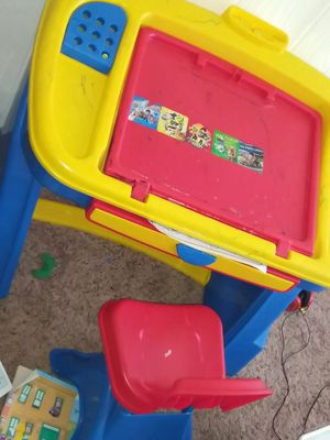 Kids desk and chair for Sale in Fort Worth, TX