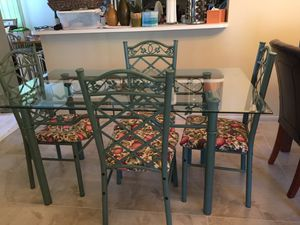 Quaint, charming dinette or kitchen dining table & chairs for 4. for Sale in Pembroke Pines, FL