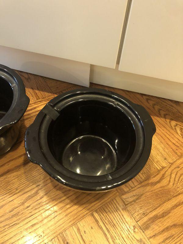 Two ceramic flower pots
