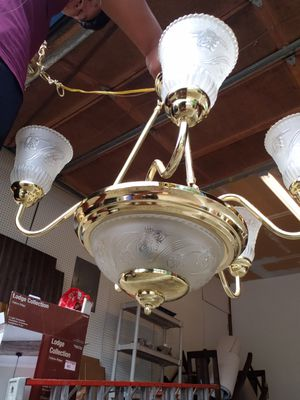 Chandelier - ALL LIGHTS WORK for Sale in Puyallup, WA