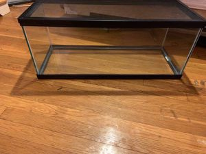 20 Gallon long fish tank w/ top for Sale in Windsor Mill, MD